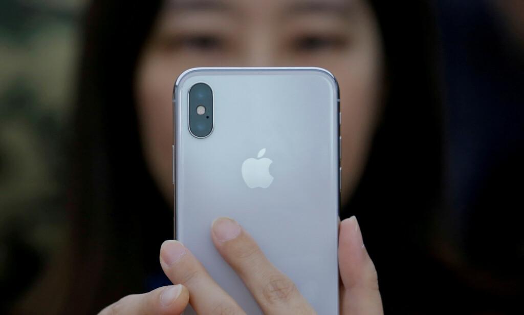 TOUCH ID + FACE ID: I neste års iPhone blir det mest sannsynlig mulig å låse opp Apple-mobilen med både ansiktet og fingeren. Foto: Thomas Peter/Reuters/NTB Scanpix