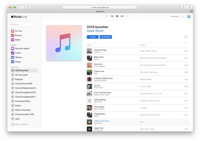 ENKEL: Slik ser den nye web-versjonen av Apple Music ut. Til venstre har du tilgang på spillelister og biblioteket ditt. Skjermbilde: Kirsti Østvang