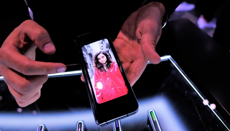 I «mobilmodus» har Galaxy Fold en 4,6-tommers skjerm. Foto: Martin Kynningsrud Størbu