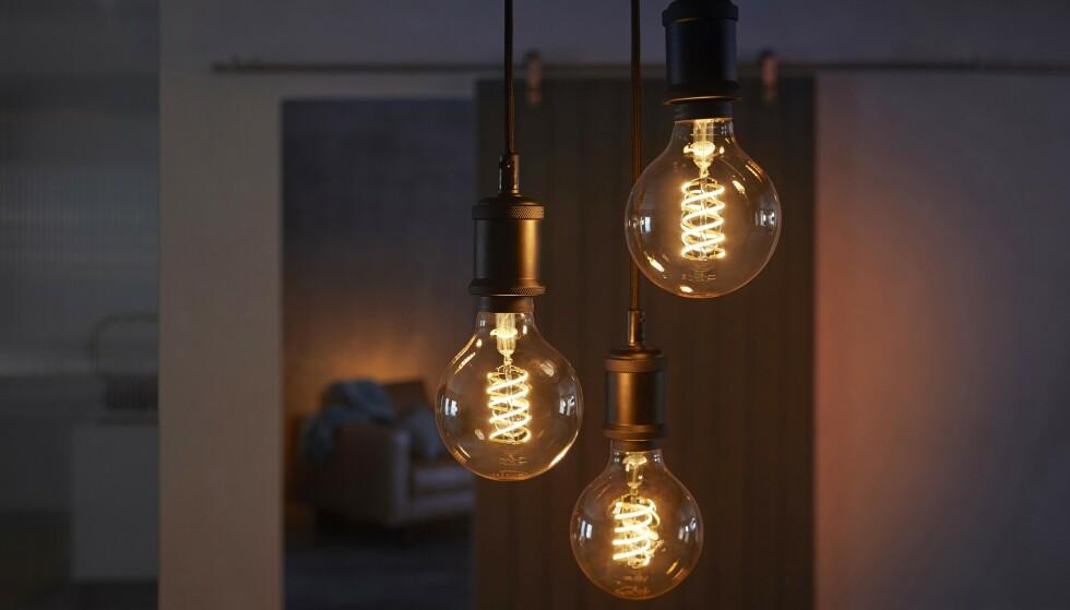 STEMINGSPÆRER: Filament er en helt ny serie fra Philips Hue og har samme uttrykk som de tradisjonelle glødepærene. Foto: Signify