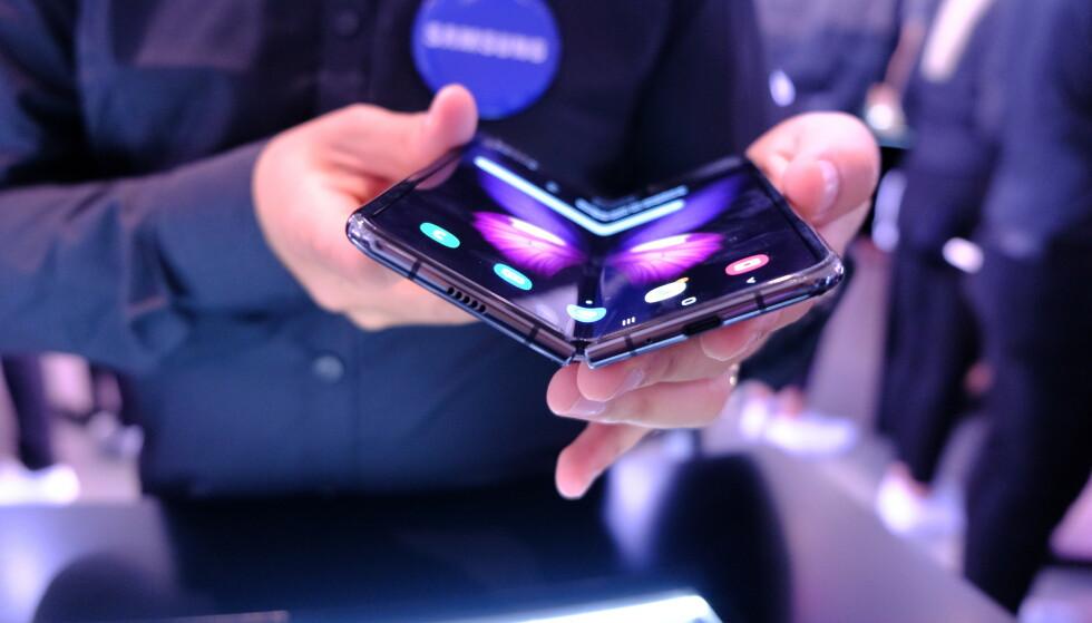 GALAXY FOLD: Samsungs første brettetelefon blir tilgjengelig denne måneden, men nordmenn må vente. Foto: Martin Kynningsrud Størbu