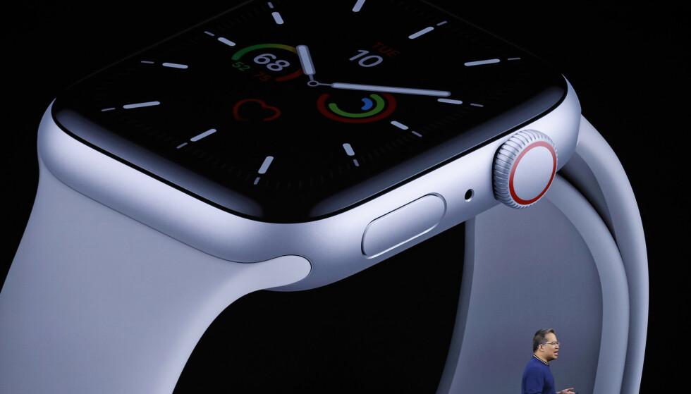 ALLTID PÅ: Nå kan du se hva som står på Apple Watch-skjermen selv om du ikke bruker den. Foto: Stephen Lam/Reuters/NTB Scanpix