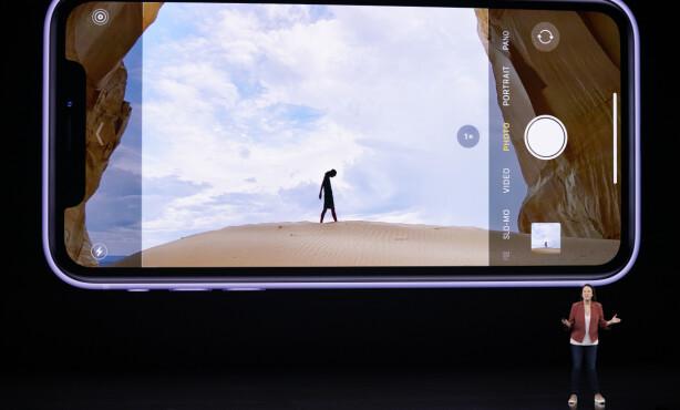 NYTT GRENSESNITT: Apple har gjort det slik at du kan se hvordan bildet blir med ultravidvinkel i kamera-appen på iPhone 11-modellene. Foto: Tony Avelar/AP/NTB Scanpix