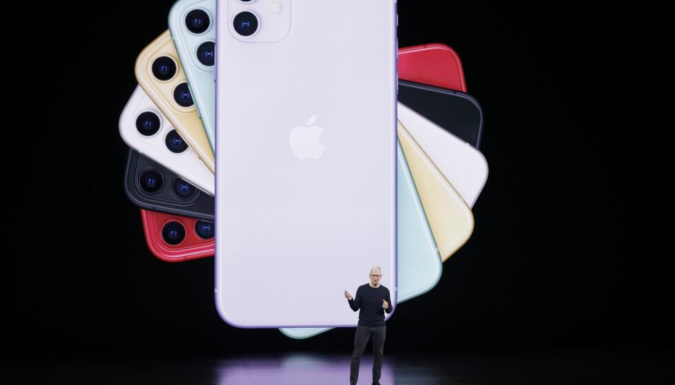 OFFISIELL: iPhone 11 er den nye standardmodellen i iPhone-serien. Den kommer i seks farger og har et flunkende nytt dobbelkamera. Foto: Tony Avelar/AP/NTB Scanpix