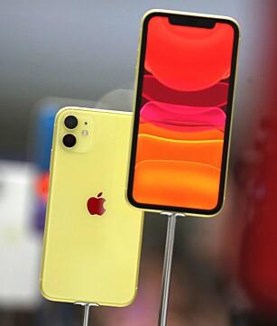 FRA ETT TIL TO: Apples standard-iPhone har nå to kameraer på baksiden. Foto: Justin Sullivan/AFP/NTB Scanpix