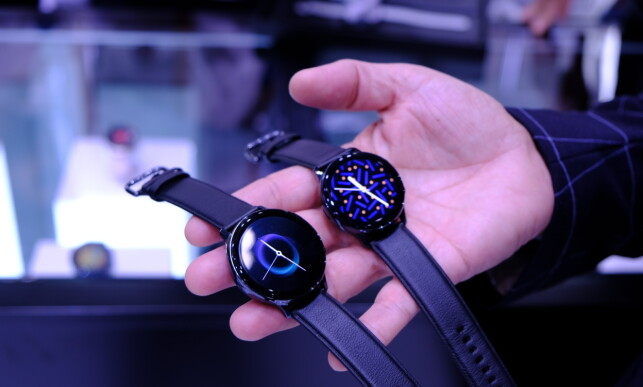 GALAXY WATCH ACTIVE 2: Samsungs nye smartklokke kommer i to størrelser. Foto: Martin Kynningsrud Størbu