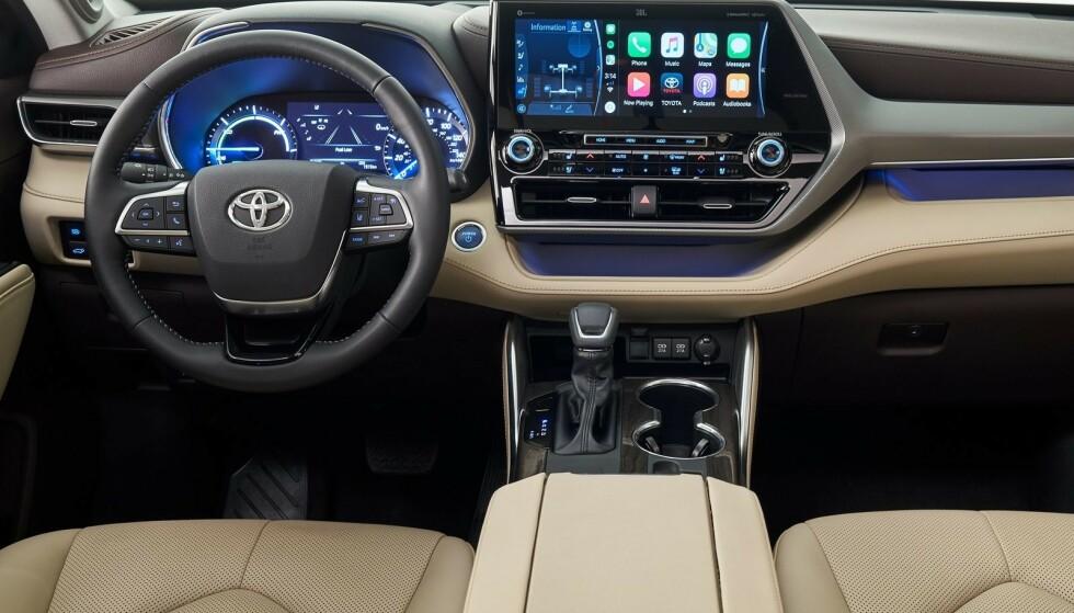 MODERNE: 2020-modellen vil få moderne interiør og en skjerm på hele 12,3 tommer. Foto: Toyota