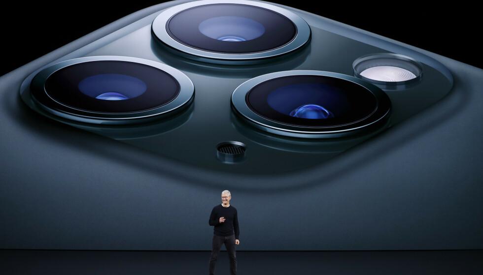 LANSERINGEN: Apple-sjef Tim Cook lanserer iPhone 11 Pro 10. september 2019. Foto: REUTERS/Stephen Lam