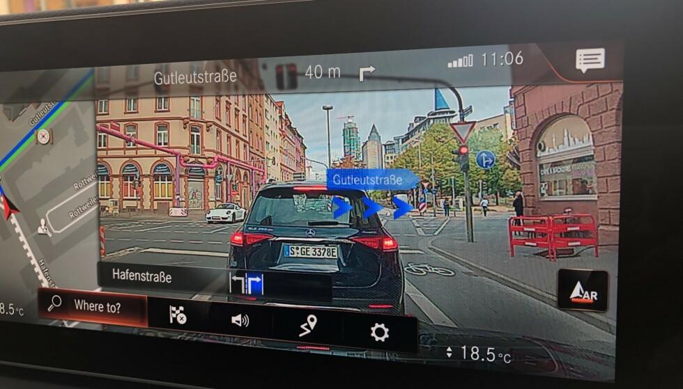 REAL LIFE: navigasjonsvisningen med kamera og innlagte piler både ser imponerende ut og er bra. Det er tilgjengelig helt ned til A-klasse Foto: Rune M. Nesheim