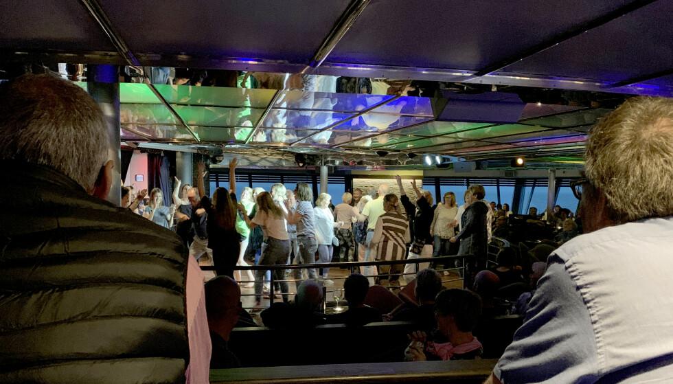 TOPP STEMNING: Nattklubben er definitivt stedet å henge på kvelden, med livemusikk og god stemning på dansegulvet. Foto: Kristin Sørdal