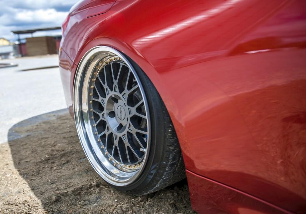 UNIK: Felgene er spesialbestilte fra Felgteknikk. Bremsene er originale. Foto: Kaj Alver