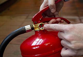 Flere nordmenn dropper kontroll av brannslokkingsapparater