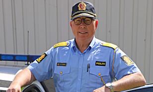 TILSTEDE: Assisterende UP-sjef Roar Skjelbred Larsen forteller at politietaten vil prioritere de store hovedveiene denne uka. Foto: UP