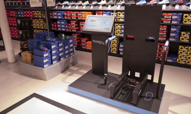 FITSTATION: Slik ser 3D-skanneren ut. I tillegg kommer matten som registrerer steget ditt. Foto: Martin Kynningsrud Størbu