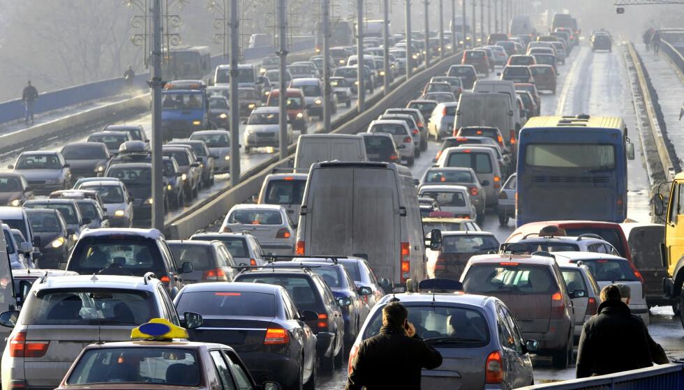 VI KJØRER MER BIL: Økt bruk av personbil sto for rundt tre firedeler av den samlede økningen i persontransporten fra 2010 til 2018. I alt utgjorde antall personer som reiste med bil, noe over åtte av ti innenlandske passasjerer i fjor. Foto: NTB scanpix