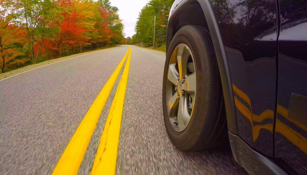 STRØM FRA VEIEN: Et hjul som lader elbilen trådløst? Bridgestone, NSK og Universitetet i Tokyo skal nå finne løsningen. Foto: NTB/SCANPIX