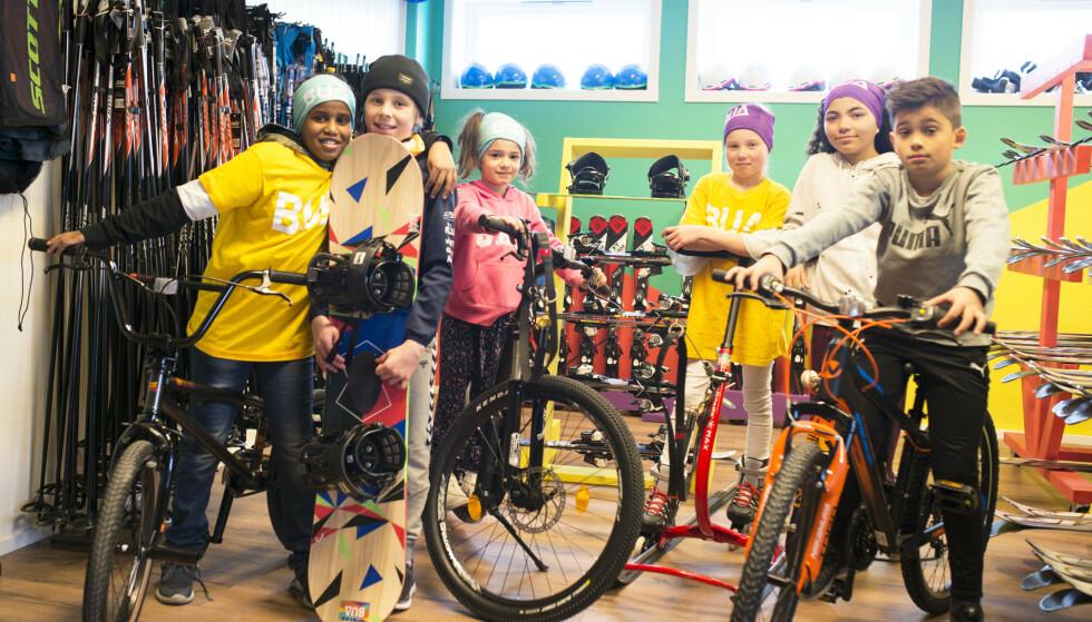 GRATIS UTLÅN: Du trenger ikke kjøpe alt av sports- og fritidsutstyr selv om poden skal på sykkeltur med skolen eller på teltovernatting med kompisene - eller ski til skidag på skolen. Nettverket BUA har kontorer på over 100 steder rundt i landet - og det finnes liknende lokale utlånskontorer på mer enn 200 steder. Foto: Frøydis Falch Urbye/BUA