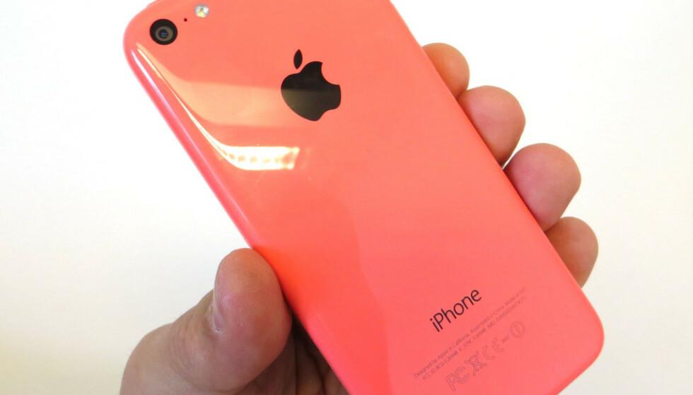 IPHONE 5C: Apple iPhone 5C er en av telefonene du ikke lenger kan Vippse med. Foto: Pål Joakim Pollen
