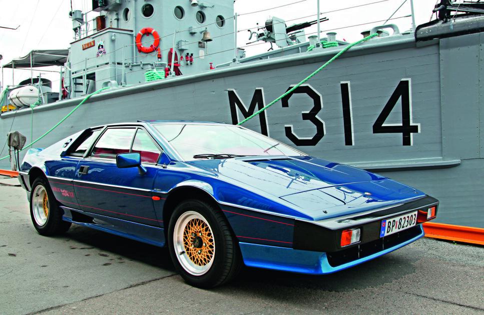 PORSCHE-KILLER: Esprit Turbo var et mektig våpen i sin tid, og selv de største Ferrarier og Porscher måtte passe seg for Lotusen. Foto: Lord Arnstein Landsem