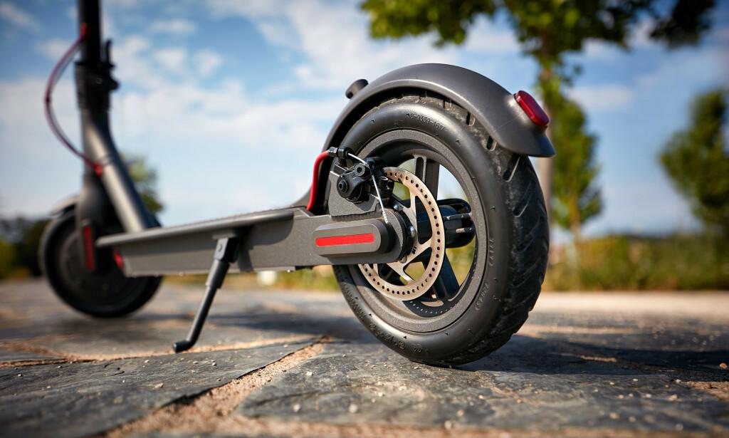POPULÆRE: Elektriske sparkesykler er svært mye søkt etter hos prissammenligningstjenestene Prisjakt og Prisguide. Foto: Shutterstock / NTB Scanpix