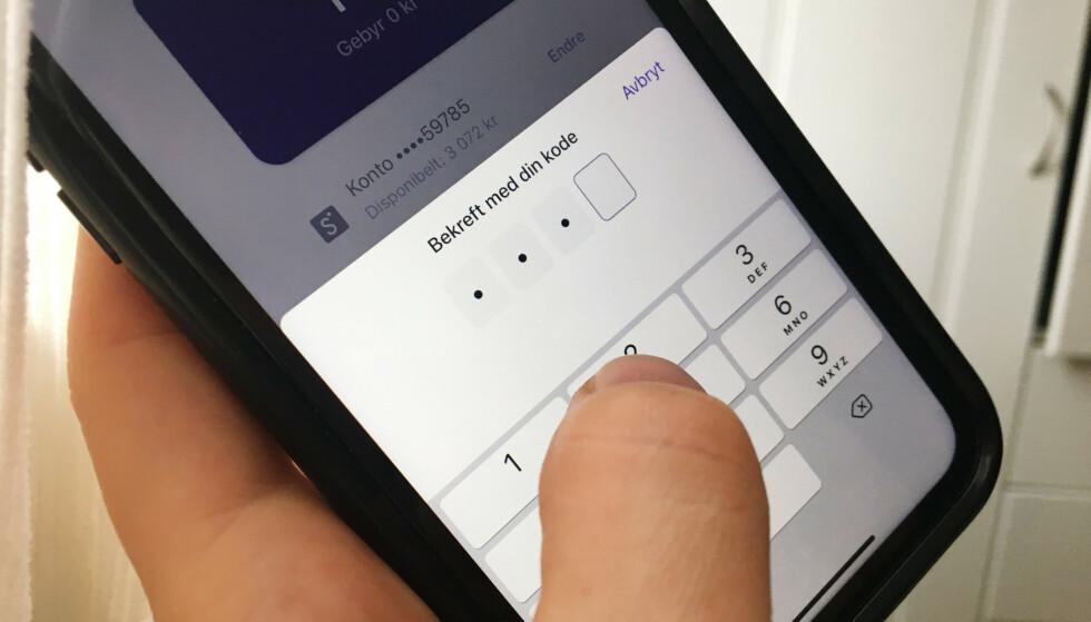 BEDRE SIKKERHET: Har du opplevd at du nå må taste kode ved betaling i Vipps? Det skyldes det nye betalingsdirektivet PSD2, som nå er innført i Norge. Foto: Berit B. Njarga