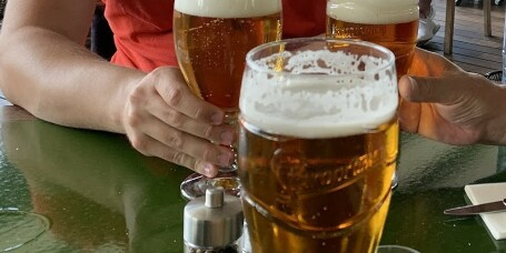 Kabinansatte vil bremse alkoholsalget på norske flyplasser