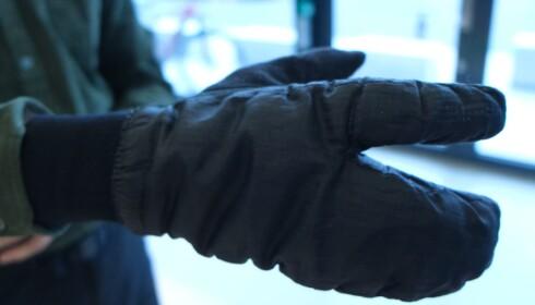 HUMMERHANSKE: Når det er ekstra surt, tar Wold disse hanskene i bruk. Foto: Martin Kynningsrud Størbu