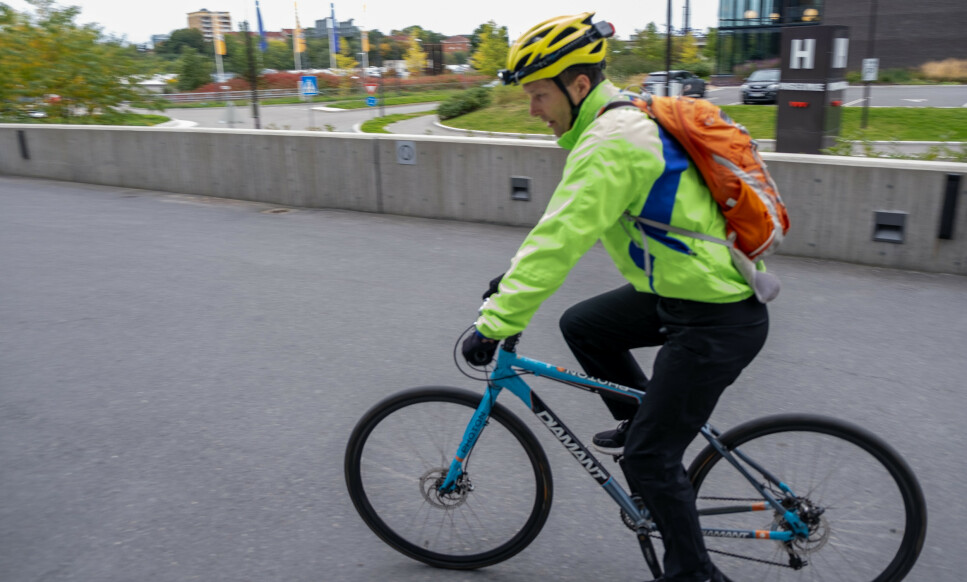 KLE DEG RIKTIG: Når du sykler om høsten, er det noen ting du bør huske på når det kommer til bekledning. Foto: Martin Kynningsrud Størbu