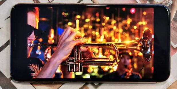 KNALLSKJERM: AMOLED-skjermen på iPhone 11 Pro Max er av ypperste kaliber. Foto: Pål Joakim Pollen