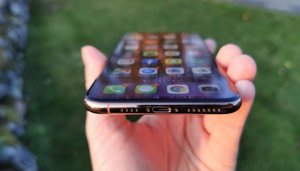 FORTSATT LIGTHTNING: Selv om noen ryktemakere hevdet at iPhone 11-modeller ville få USB-C-lading, er det fortsatt Lightning-porten som gjelder. Foto: Pål Joakim Pollen