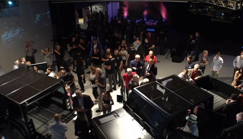 AVDUKET: Her vises Bollingers modeller B1 og B2 for et utvalgt publikum. Skjermdump: Bollinger via Youtube