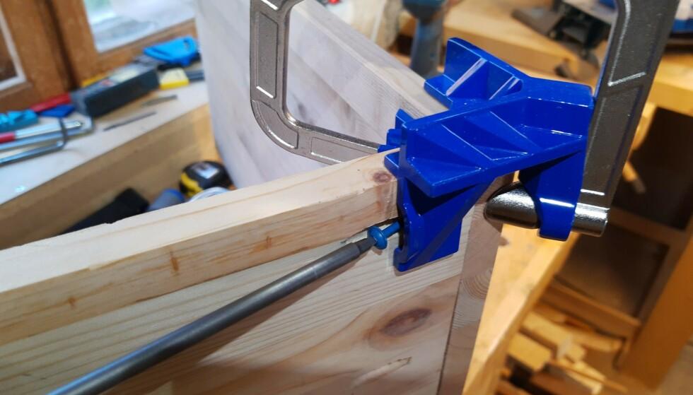 ÅPNING: Klemmen har en praktisk åpning for lommehullskrue. Foto: Brynjulf Blix