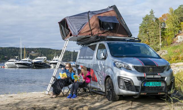 FLEKSIBELT: Uten campingvogn, og med overnattingsmuligheter på taket, er det meget let å finne din egen liten perle av en overnattingsplass. Foto: Jamieson Pothecary