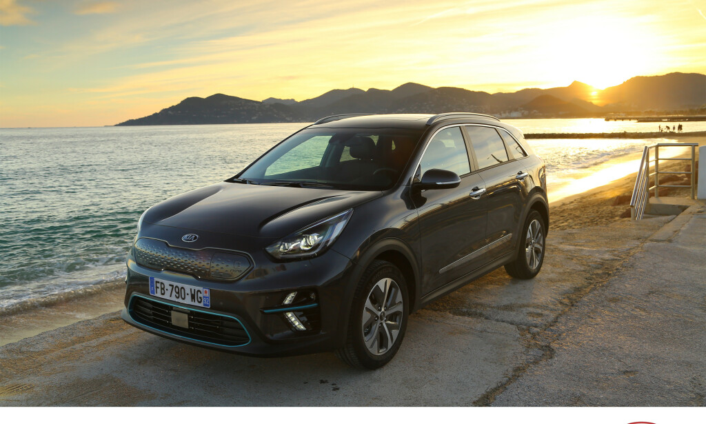 BLIR STÅENDE PÅ HAVNA: Svenske Recharge har fått tilgang til et internt brev som oppfordrer bilforhandlerne om ikke å selge flere elbiler i 2019, men heller «selge unna» fossildrevne biler. Foto: Kia
