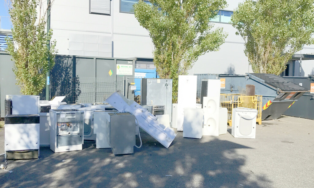 NEI: Det er et stort problem at EE-avfall forsvinner og ikke havner på godkjent avfallsmottak. Slik som på bildet skal det ikke gjøres. Foto: Miljødirektoratet