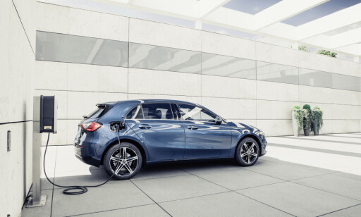 LADBAR HYBRID: A 250 e er den første plug in-hybriden på A-Klasse. Foto: Daimler AG