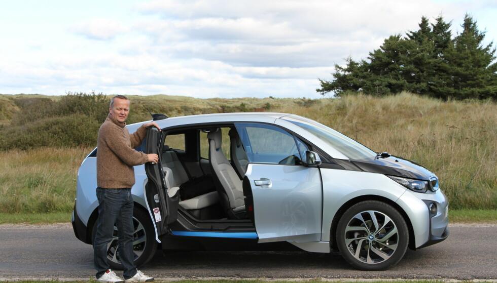 KRAFTIG PRISKUTT: Dyreste utgave av BMW i3 har fått en super-rabatt på 105.000 kroner over natten. Forhandlerne kaller det en «kundefordel», der en stappfull utstyrspakke inngår. Foto: Fredrik Korsvoll