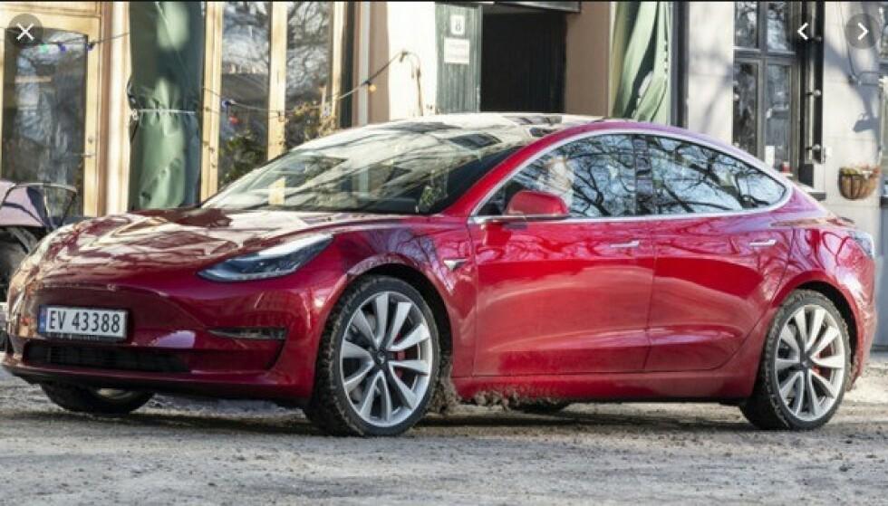 PRISBOMBE: Prisen på Tesla Model 3 sendte sjokkbølger gjennom det norske elbilmarkedet, da den kom tidligere i 2019. Foto: Elbil24