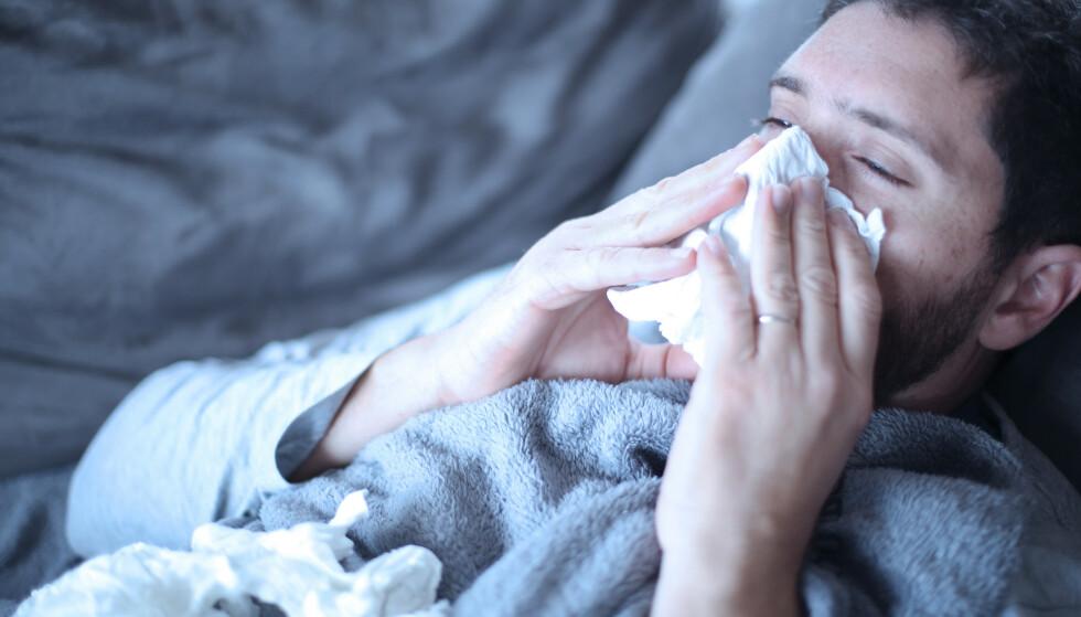 INFLUENSASESONG: God hoste- og håndhygiene, samt vaksinasjon, er viktig for å unngå influensasmitte. Foto: Shutterstock
