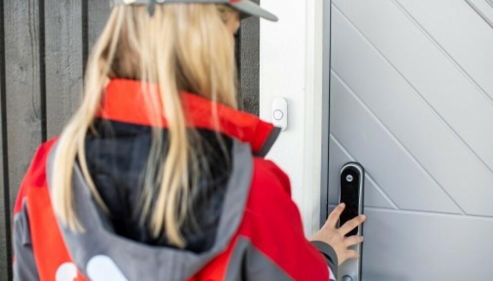 <strong>POSTEN INNAFOR:</strong> Nå tilbyr Posten levering innenfor døren når du ikke er hjemme. Foto: Petter Sørnæs/Posten