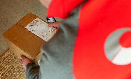 image: Leverer pakker innenfor døra di