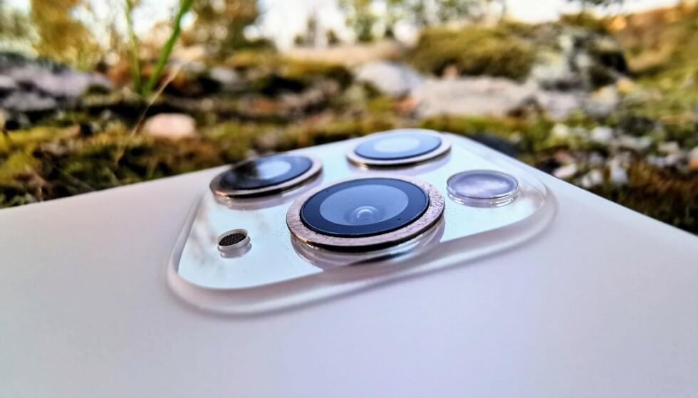 TREKLØVER: Apple har nå tre kameraer i sine nye toppmodeller, men bare to av dem fungerer med den nye Deep Fusion-funksjonen. Foto: Pål Joakim Pollen