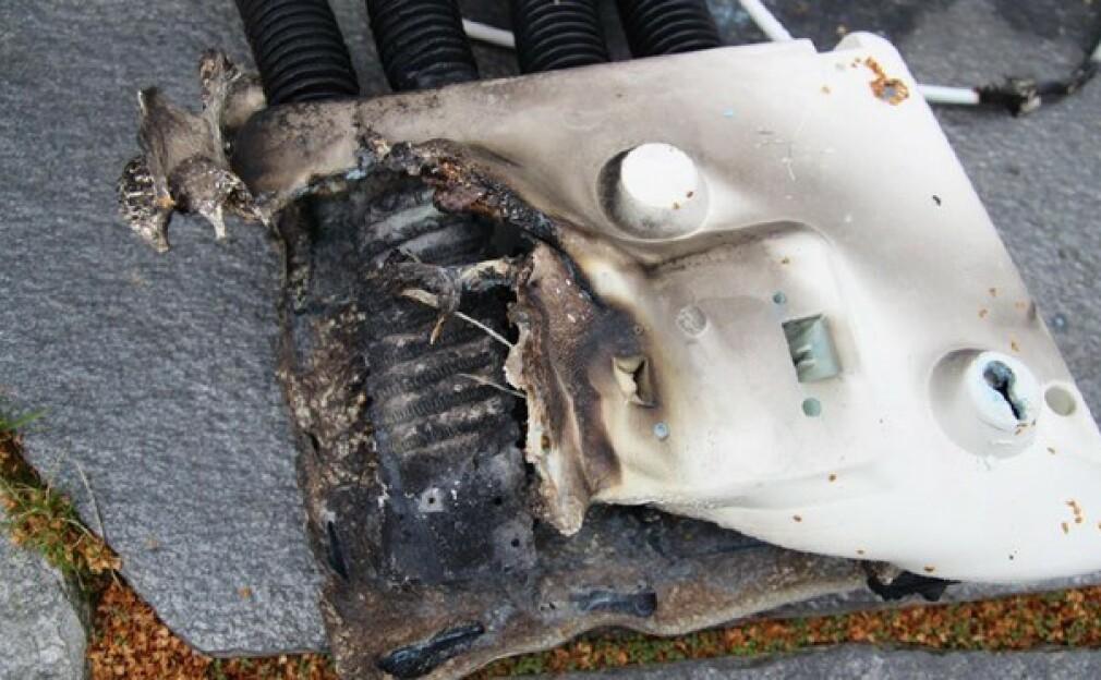 SKOTØRKER: Denne skotørkeren tok fyr under bruk. Nå advarer Nedre Romerike brann- og redningsvesen IKS (NRBR) mot å bruke elektriske småapparater uten tilsyn. Foto: Nedre Romerike brann- og redningsvesen IKS (NRBR)