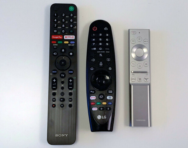 TRIPP TRAPP TRESKO: Samsungs fjernkontroll til høyre er etter vår mening både den lekreste og enkleste å betjene. Foto: Bjørn Eirik Loftås