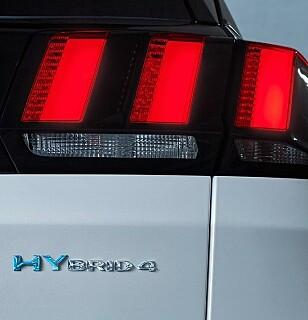 <strong>4X4:</strong> Hybridlinja gir tre hundre hester og 4x4 selv i el-modus. Foto: Peugeot