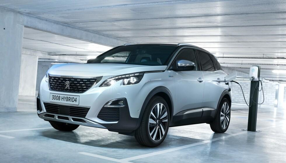 <strong>ETTERLENGTET HYBRID:</strong> Med firehjulsdrift, et forbruk på 0,13 l/mil og en rekkevidde på hele 59 kilometer er det duket for en ny suksess for Peugeot 3008. Foto: Peugeot