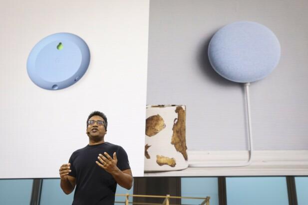 PÅ VEGGEN: Nye Nest Mini kan henges på veggen med en medfølgende monteringsbrakett. Foto: Drew Angerer / AFP / NTB Scanpix