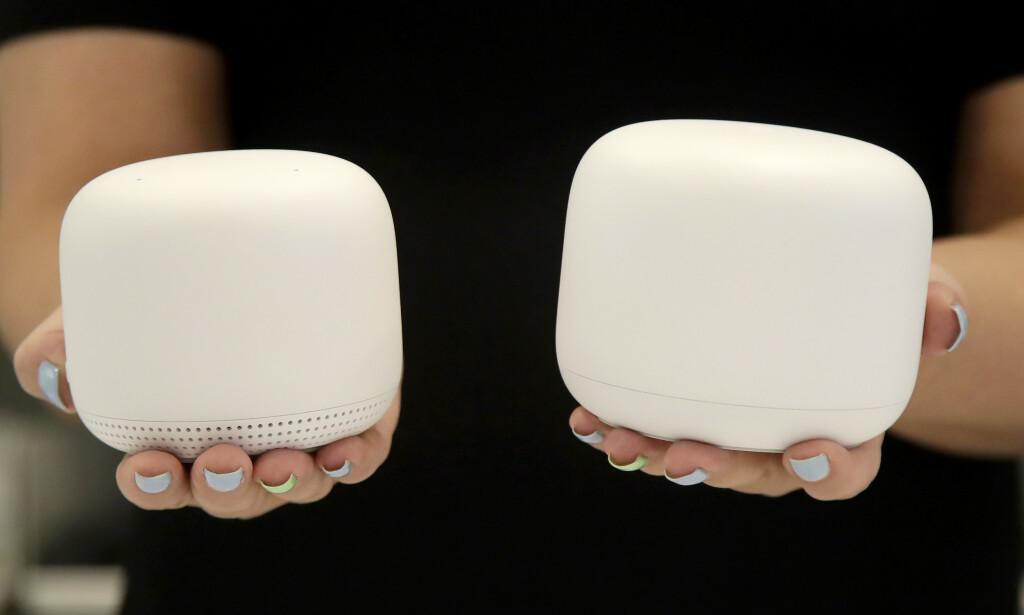 IKKE LIKE: Googles satelitter i Nest Wifi har nå høyttaler og mikrofon innabords, slik at du kan bruke dem som en smarthøyttaler. Foto: Jeff Chiu / AP / NTB Scanpix