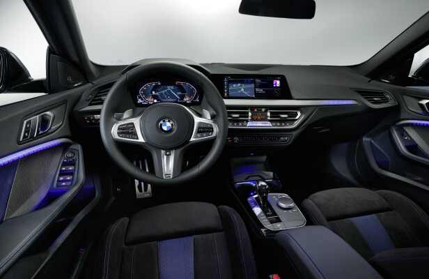 DIGITALISERT: Interiøret i nye 2-serie Gran Coupe er naturlig nok av samme høyteknologiske kaliber som i andre BMW-modeller av den nye generasjonen. Foto: BMW