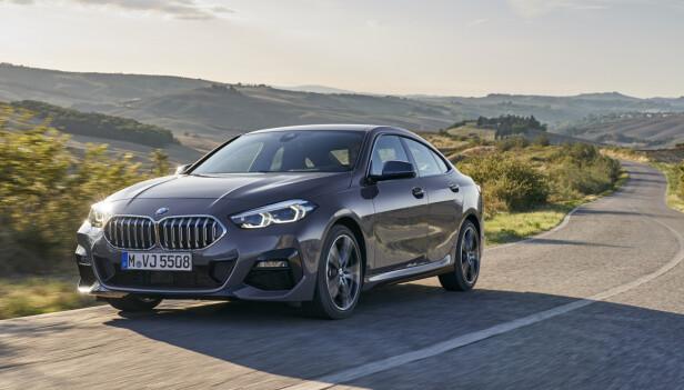 KOMPAKT SEDAN: Med sine 453 centimeter i lengden er BMWs nye sedan, som de kaller «firedørs coupé», faktisk én centimeter lengre enn den 3-serien som levde fra 2005 til 2012. Foto: BMW
